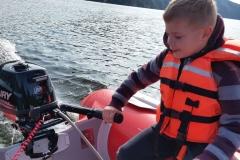 řízení člunu z půjčovny Slapy Marine